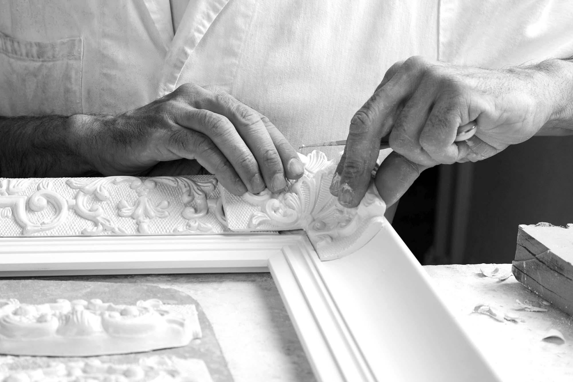 Neess encadrement atelier encadreur cadres de style ancien rg gault réalisés à la main moulage profil détail enduit rue du page Châtelain Bruxelles