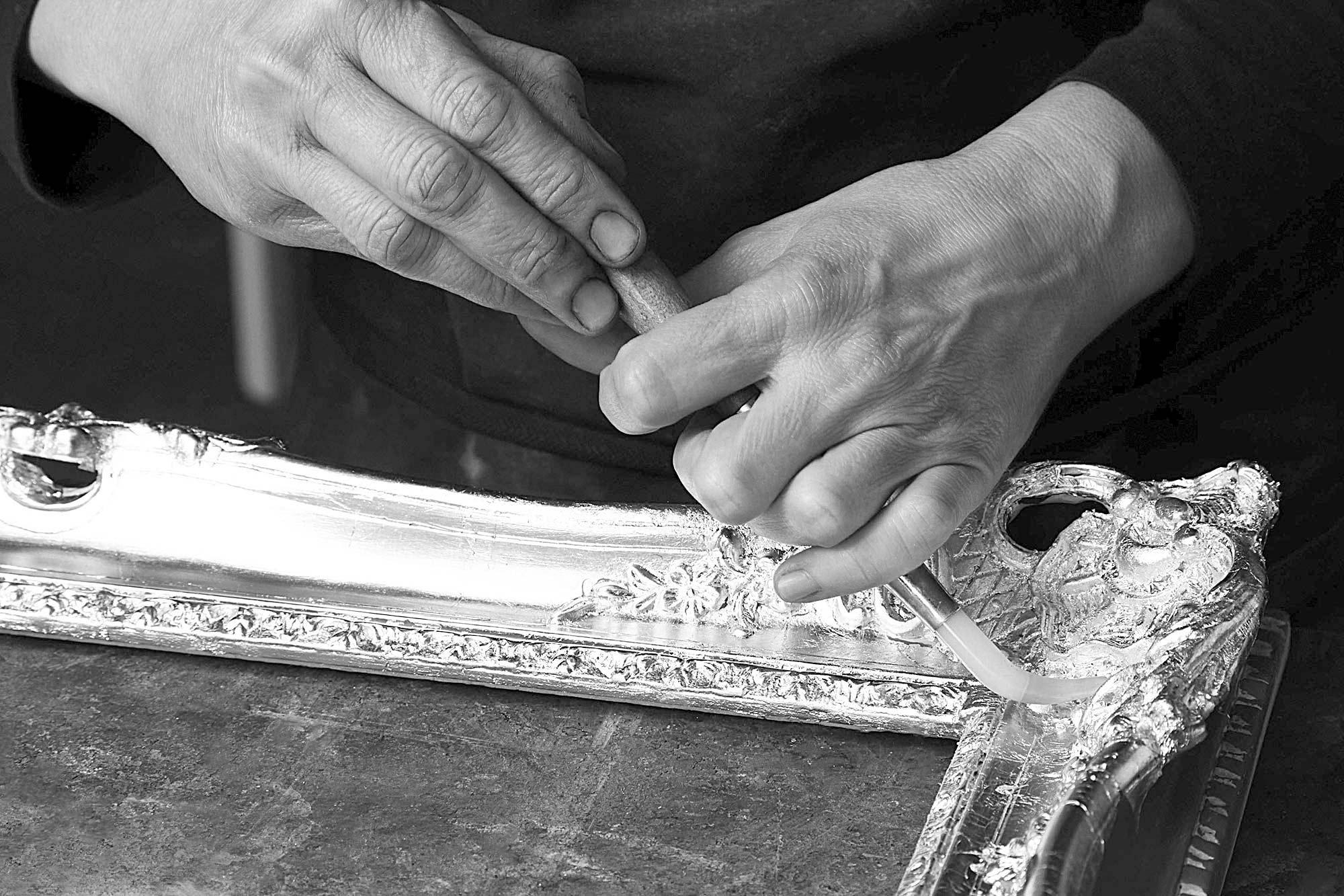 Neess encadrement atelier encadreur cadres de style ancien rg gault réalisés à la main dorure à la feuille rue du page Châtelain Bruxelles